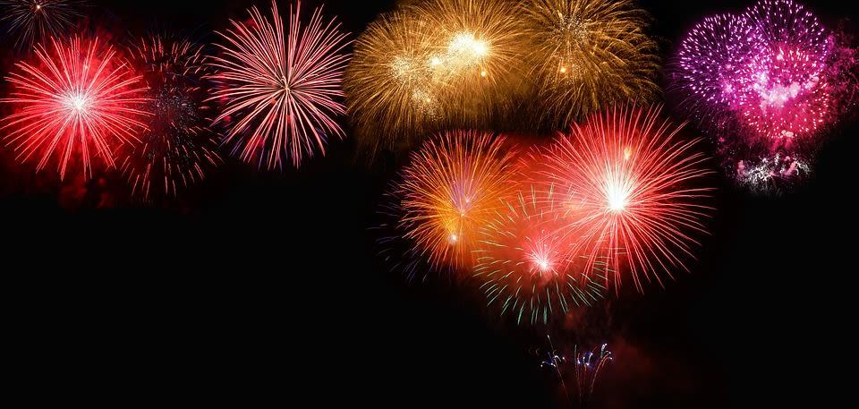 A night's sky full of fireworks