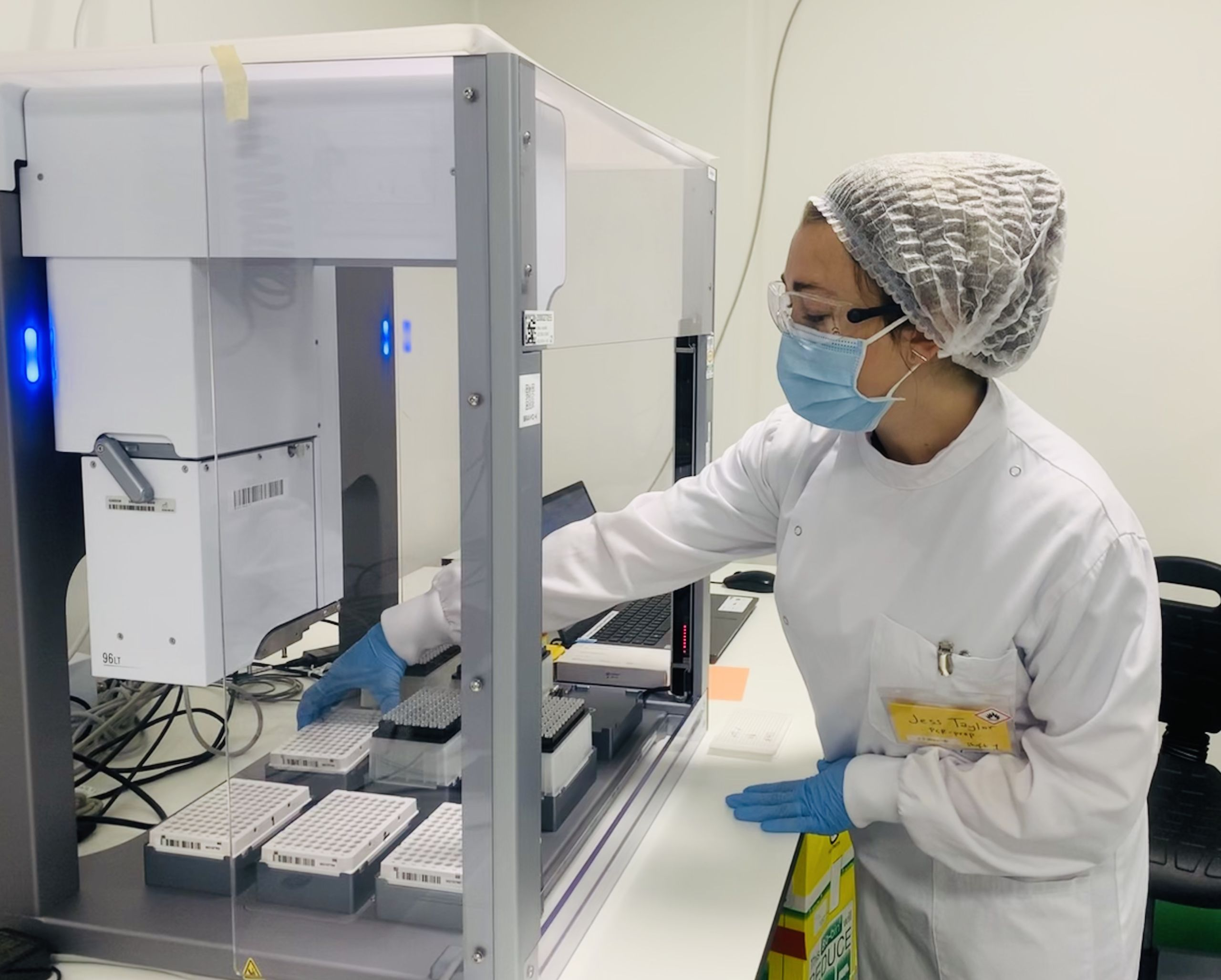 Volunteer conducting RT-PCR