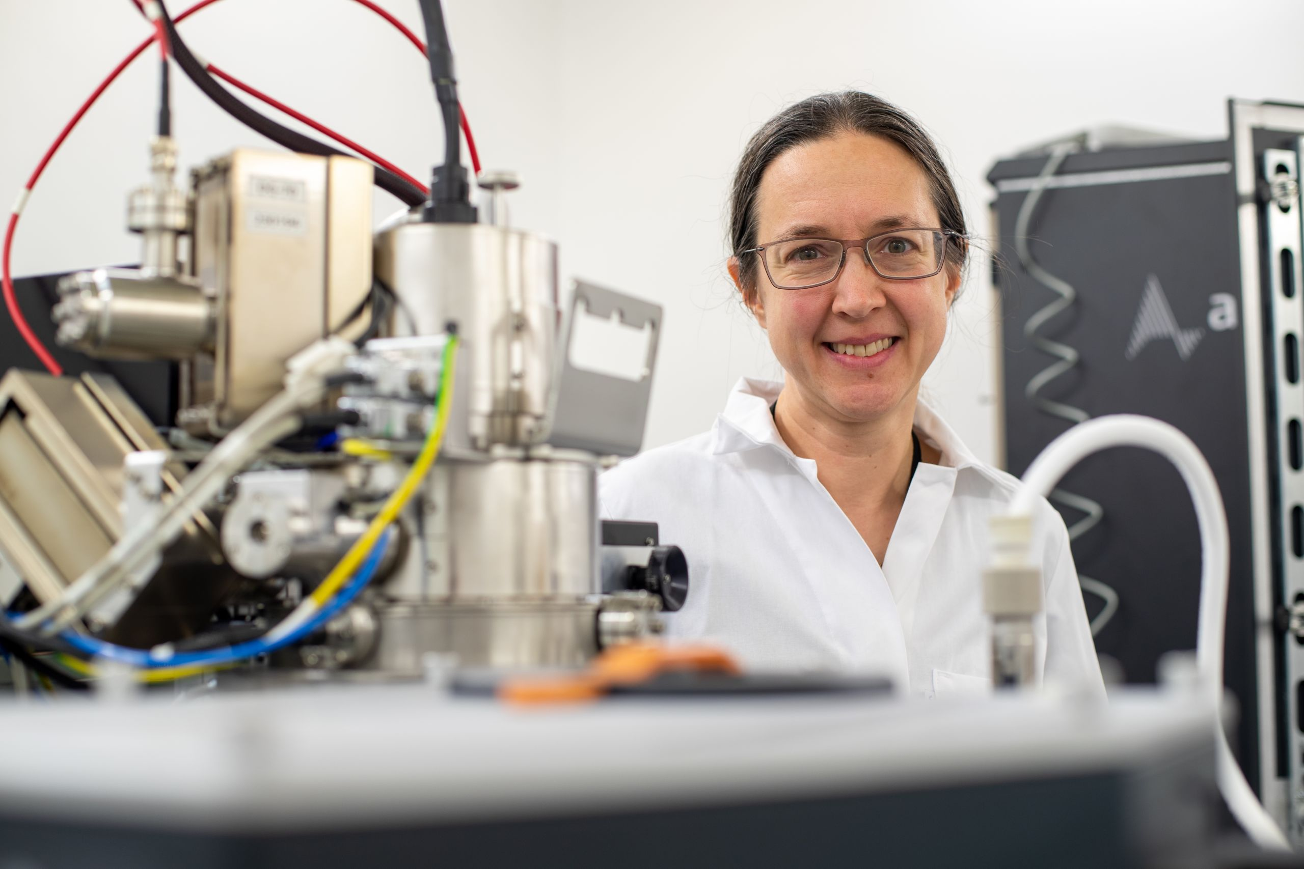 Professor Rachel Oliver in the lab