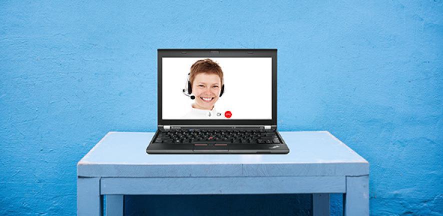 Webinar: woman talking on a computer screen