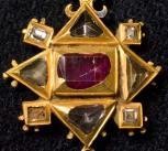 Tudor pendant