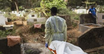 Burial team in Guinea carry a victim of Ebola, 2015. UN Photo/Martine Perret